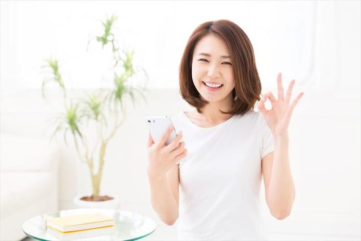 人気ランキング上位にある結婚まで期待できるアプリを紹介する女性
