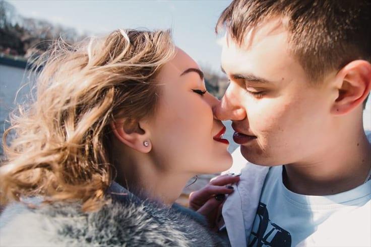 今更人には聞けないキスのやり方の写真
