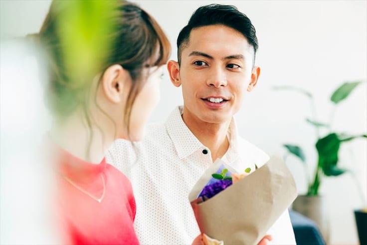 プレゼントを彼氏にもらうなら?もらってうれしいものからお得なものまで丸々教えます【イベント別で紹介】について
