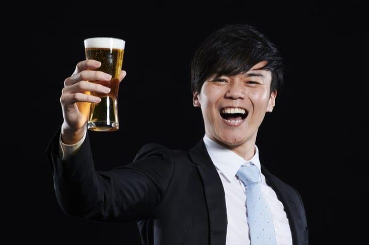 お酒好きな男性