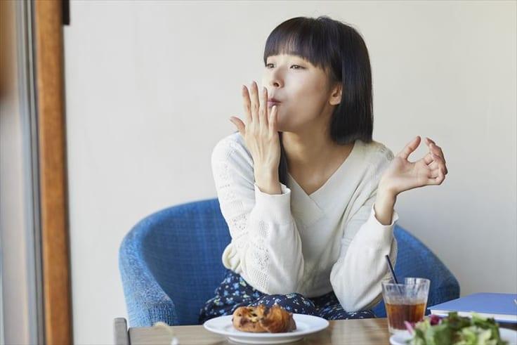 美味しいものを食べる