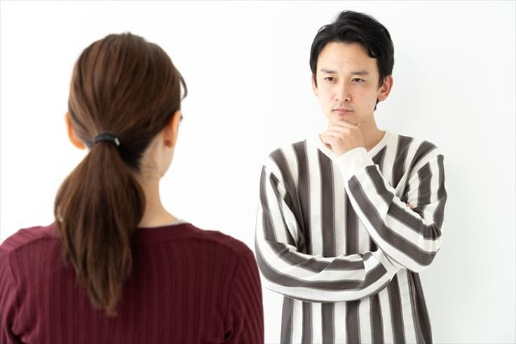 相談事を持ちかける女性