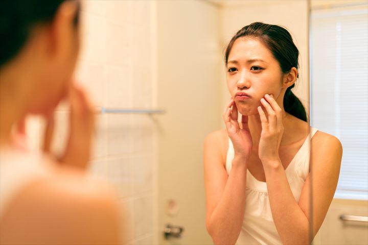 顔のむくみがひどい時の対処法5選!むくみの原因を知ってデート前はスッキリフェイスで赴こう!について