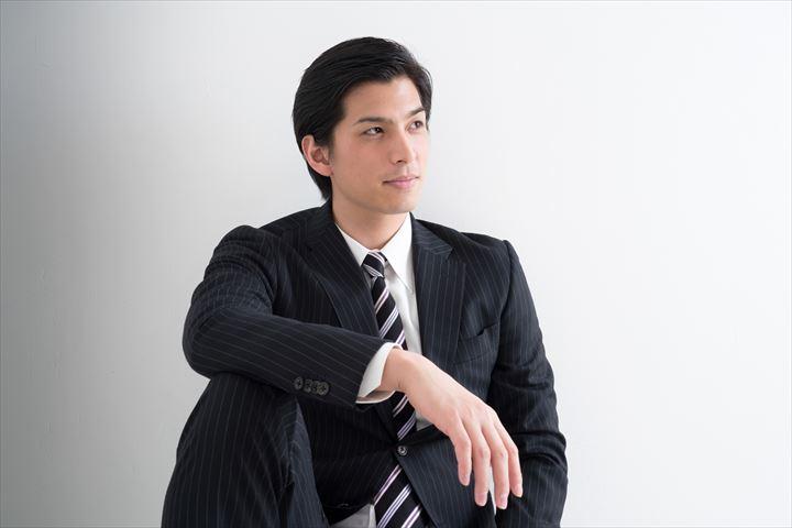スーツの男性の魅力10個!そんなスーツ男性と知り合える出会いスポット5選!について
