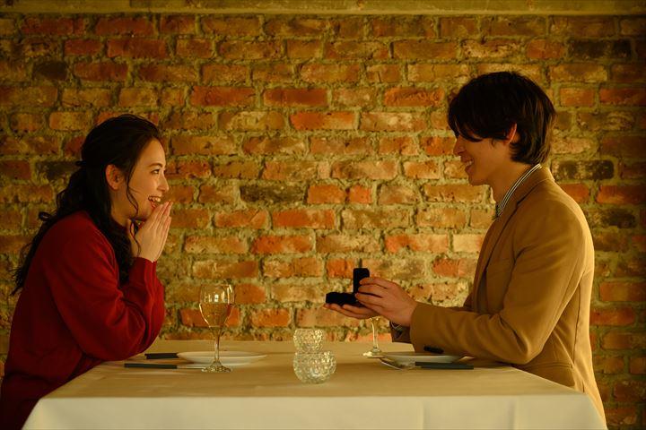 結婚してくださいと言われた時の返事の仕方9選!理想のプロポーズをされた時のかわいいリアクションとは?について
